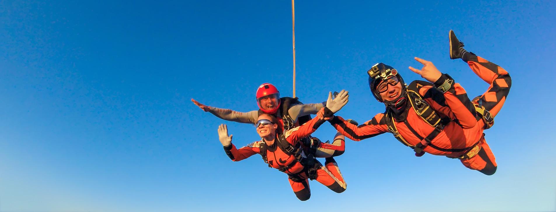 Фото - Стрибок із парашутом у тандемі з відео для двох