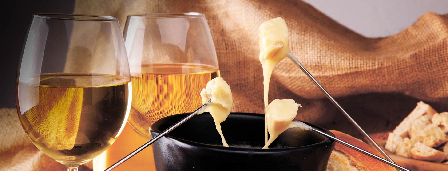 Фото - Вино та фондю для компанії